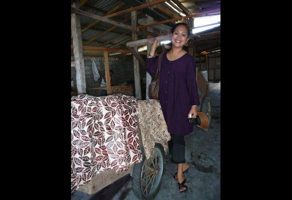 batik-by-mirah-stamping-and-drying-10