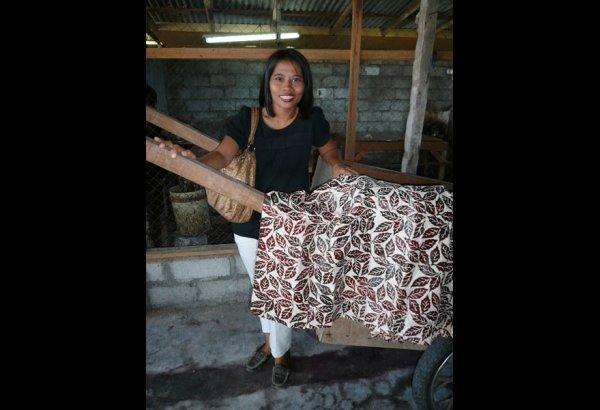 batik-by-mirah-stamping-and-drying-11