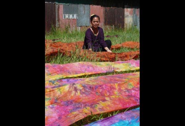 batik-by-mirah-stamping-and-drying-16