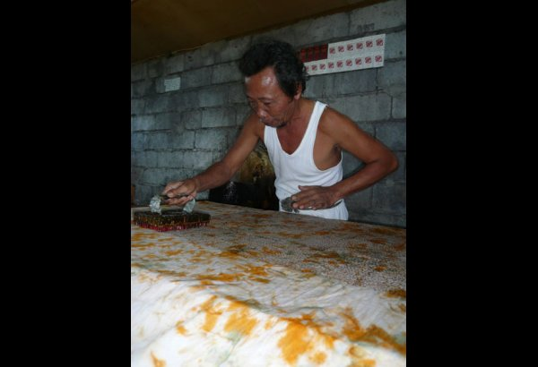 batik-by-mirah-stamping-and-drying-2