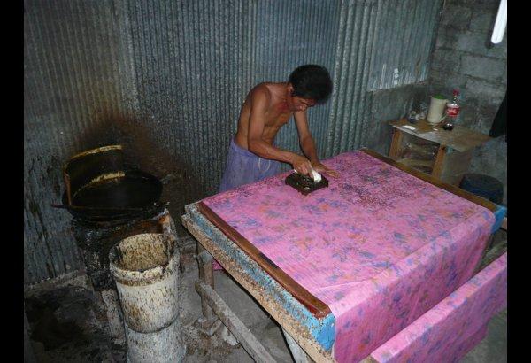 batik-by-mirah-stamping-and-drying-3