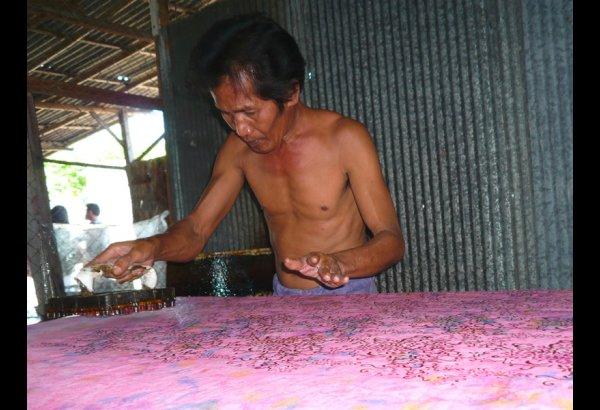 batik-by-mirah-stamping-and-drying-4