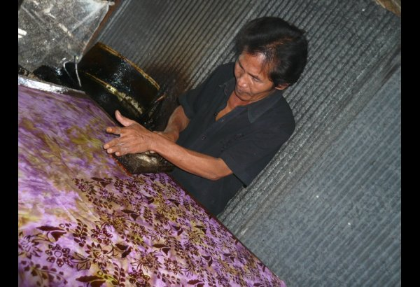 Mirah's Factory – Batik Stamping & Drying