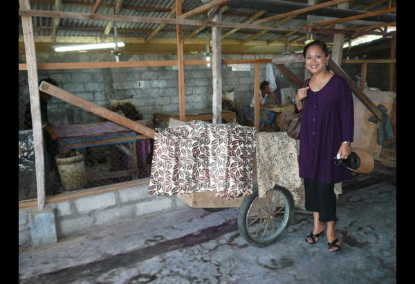 batik-by-mirah-stamping-and-drying-9